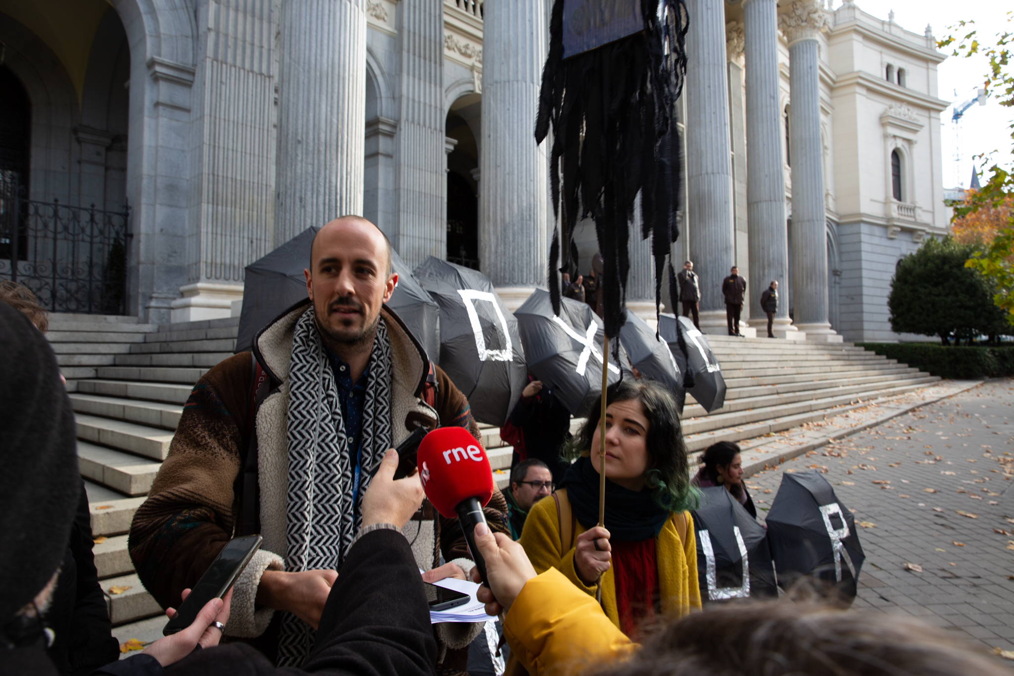 Toxic Tour begins in front of the Madrid Stock Exchange